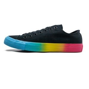 Sz 8 Converse PRIDE Low Top Sneakers Rainbow